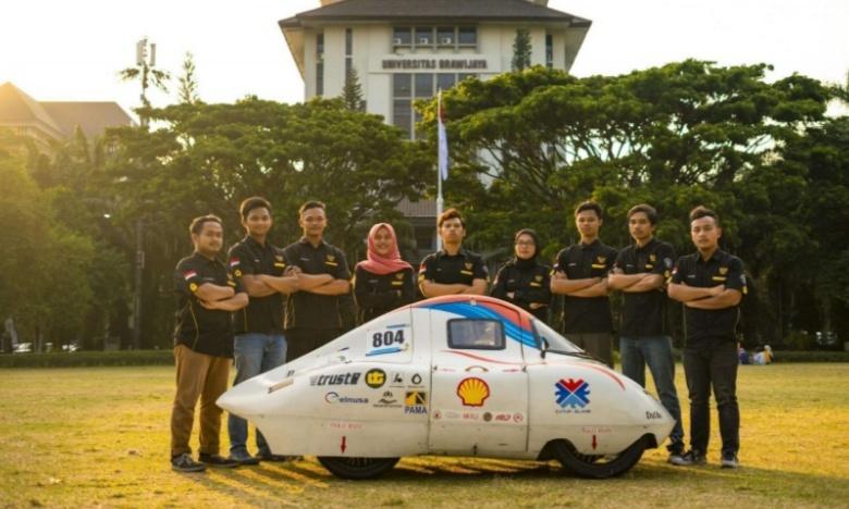 Tim Apatte62 dengan mobil hemat bahan bakar, foto diambil sebelum pandemi