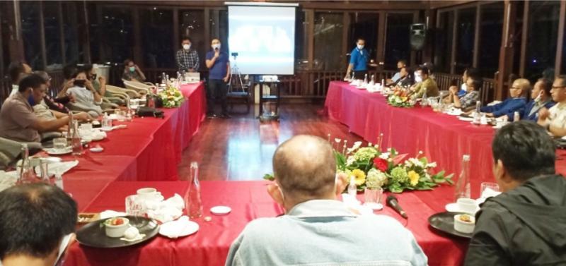 Sadikin Aksa didampingi M Riyanto saat silaturahmi dengan para Ketua Umum IMI Provinsi di Bali tadi malam