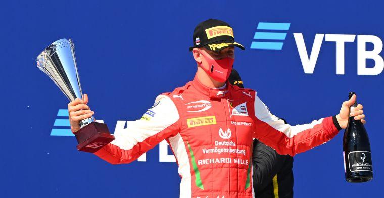 Mick Schumacher di podium F2 musim ini, tahun depan manggung di F1. (Foto: ist)