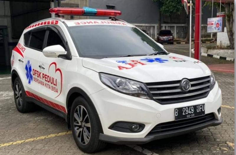 Ambulans DFSK Glory 580 bisa dilengkapi dengan LED light bar oval, sirene, spotlight, logo, dan tulisan standar
