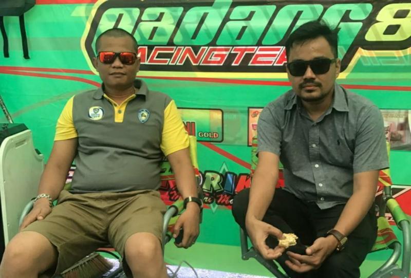 Oyon (kiri) dan Defri Nasli, maksimalkan persiapan atlet balap PON Papua. (foto : ist)
