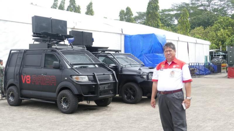 Harry Kiss, bersama mobil Raisa hasil kreasi dan inovasinya yang digunakan 34 Polda se-Indonesia. (foto : ist)