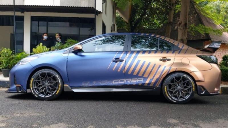 Mobil taksi bekas banjir yang telah dimodif youtuber om Mobi kini dijual di momobil.id