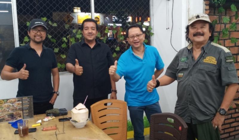 Dari kiri Rully Chandra, H Jimmy Syamsudin, Sunny Ruslie dan Hartawan Setjodiningrat, telisik kejayaan leluhur Nusantara ke Sumatera. (foto : bs)