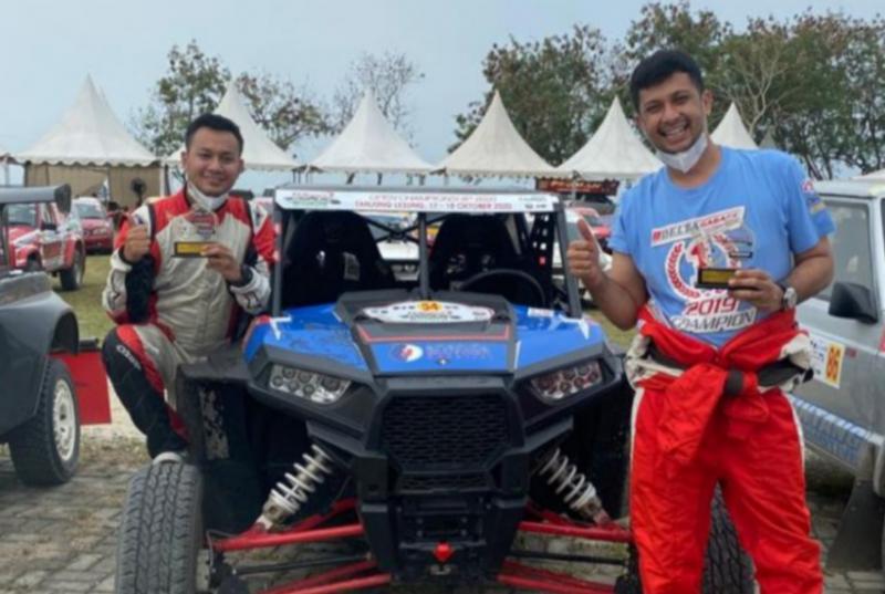 Umar Abdullah (kanan), perdana ikut sprint rally tanpa shake down sabet podium 2 di Tropical Sprint Rally. (foto : delta garage)