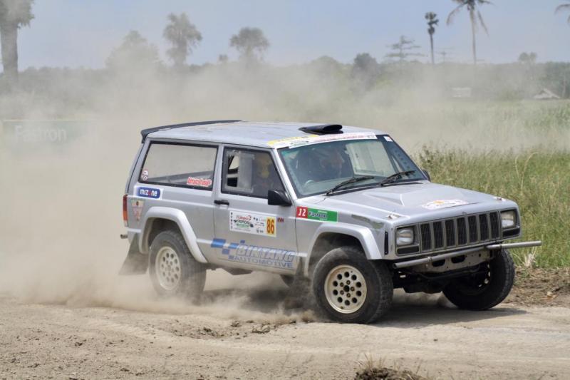Adrianza Yunial akhirnya kesampaian menggeber Jeep Cherokee di Sprint Rally