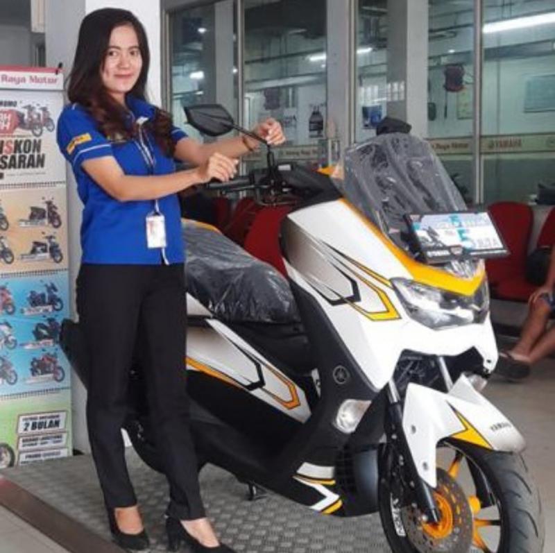 Hayo menarik mana nih, motor Yamaha atau yang lagi tersenyum? (foto : ist)