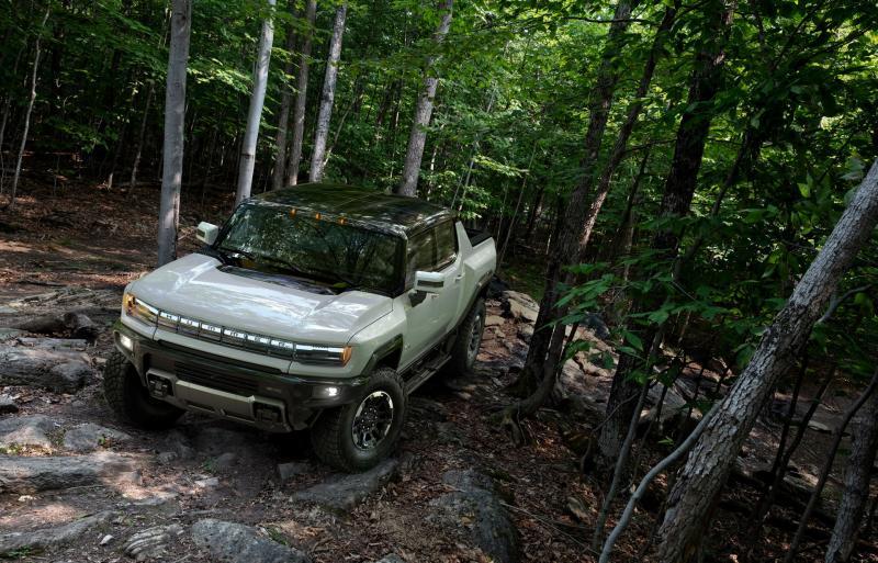 Setelah diluncurkan, GMC Hummer EV ludes diserbu konsumen setianya. (foto : ist)