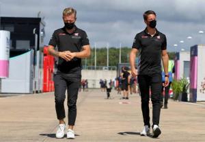 Romain Gosjean dan Kevin Magnussen sudah pamit mundur dari Haas. (Foto: f1)