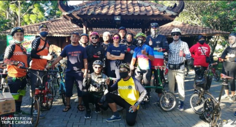 Peserta Gowes Barengan bersama Wawali Kota Bogor Dedie A Rachim dan artis Wanda Hamidah start dari Resto Solo Jalan Pajajaran Bogor