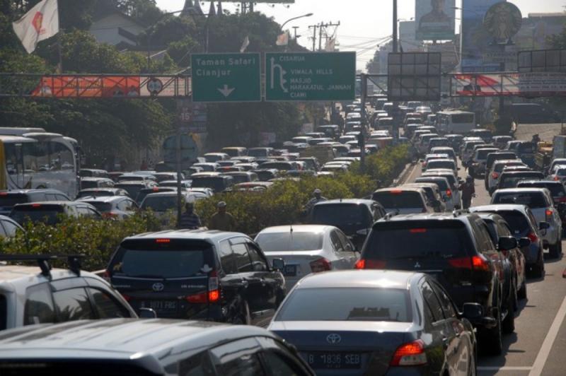Arus mudik dan balik diperkirakan cukup padat, pertemuan dari arah Bandung dan di Km 62 dan rest areanya