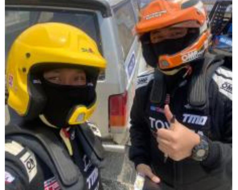 Dimitri Fitra (kanan) saat menjadi co-driver Adrianza Yunial (kiri) di Tropical Sprint Rally 2020