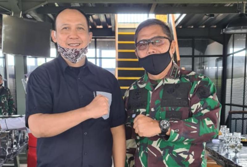 Bro Oke Junjunan dan bro AM Putranto, mengenal sudah lama dan memang mencintai otomotif