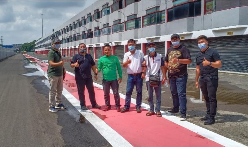 Riduan Tumenggung, James Sanger, Audriyan Gambino, Jay pose di Sentul International Circuit Bogor. (foto : wan)