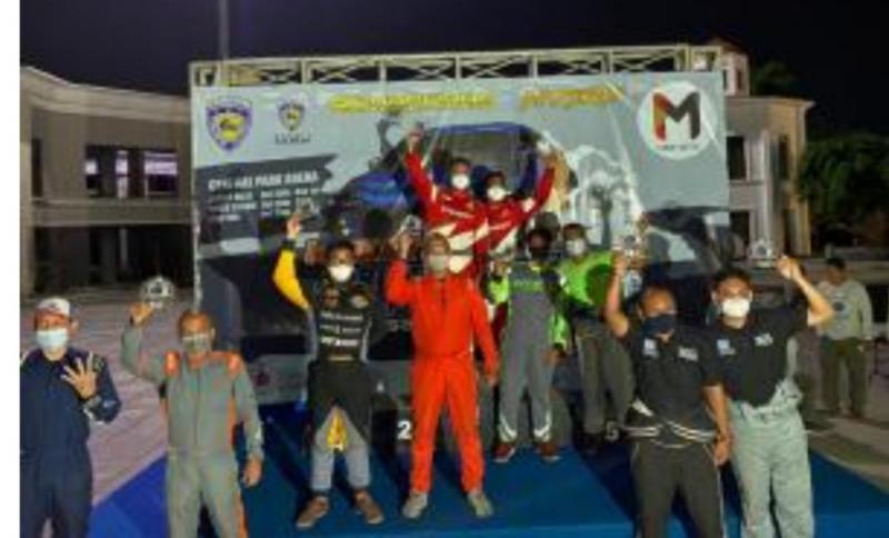 Anjasara Wahyu (ketiga dari kiri), cetak prestasi spektakuler dengan raih runner up Kejuaraan Umum Meikarta Sprint Rally 2020.