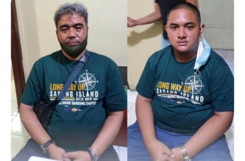 Dua tersangka pengeroyok prajurit TNI dari anggota klub Harley-Davidson yang kini ditahan di Polres Bukittinggi. (foto : ist)