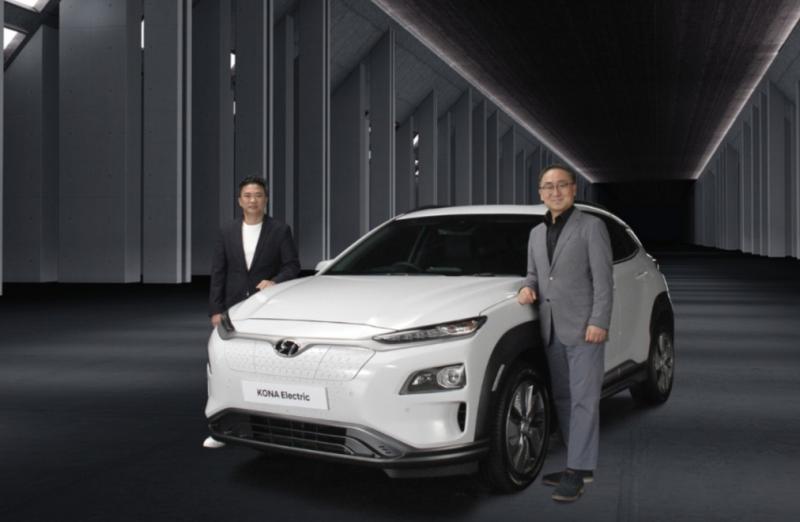 Sung Jong Ha (Presdir PT Hyundai Motors Indonesia) dan Makmur (Managing Director) bersama KONA Electric yang baru diluncurkan hari ini secara virtual