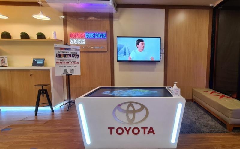 Toyota Pop-up Storemenempati area seluas 250 m2outdoordanindoor lounge di Mal Kelapa Gading 2, Jakarta.