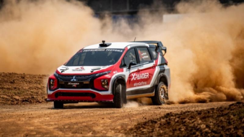 Aksi Rifat Sungkar didampingi navigator M Redwan dengan Xpander AP4 menjadi yang tercepat pada Meikarta Sprint Rally 2020 31Oktober dan 1 November 2020