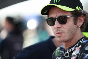 Valentino Rossi (Italia/Yamaha), akhirnya putuskan pensiun dari MotoGP setelah 26 tahun berkiprah. (Foto: motorsport)