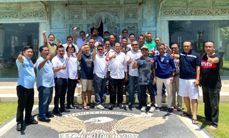 Bamsoet (tengah) bersama para Ketua IMI Provinsi di Bali, Jumat kemarin