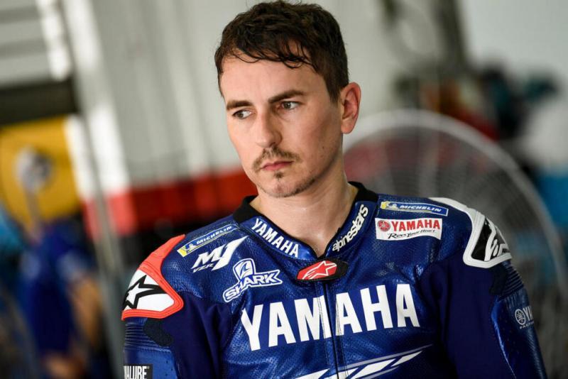 Jorge Lorenzo (Spanyol), lancarkan serangan bertubi ke arah tester baru Yamaha Cal Crutchlow. (Foto: motgrandprix)