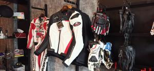 Jaket Kushitani, produk yang diperkenalkan oleh RC Motogarage untuk bikers