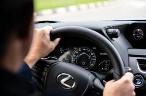 Interior Lexus UX 300e mengusung temaHuman-Centered Cockpit, penempatan jok dan fitur-fitur berkendara yang terfokus kepada pengemudi dan penumpangnya.