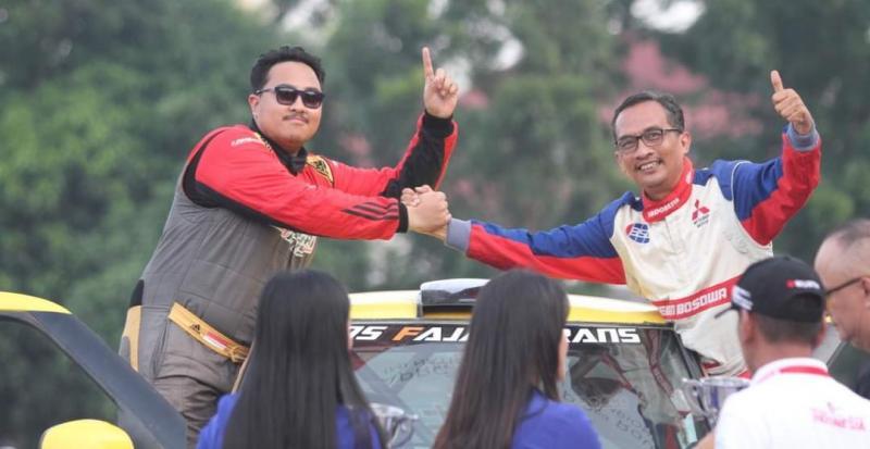 Adi Wibowo (kanan) salah satu co-driver senior di Indonesia