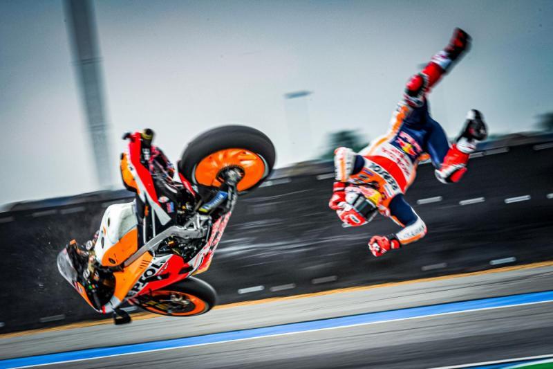 Marc Marquez sering alami kecelakaan seperti di GP Thailand ini, tapi baru tahun ini cideranya berkepanjangan. (Foto: motogp)