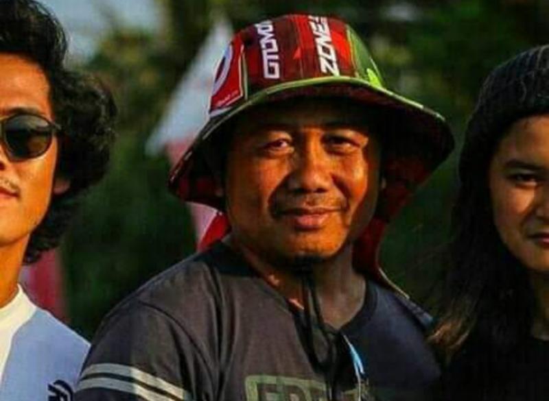 Almarhum Warsito Kutit dikenal sebagai pekerja keras dan komandan properti event powertrack, grasstrack, motocross, MXGP hingga PON Papua. (Foto: ist)