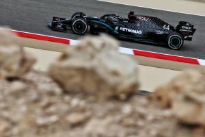 Lewis Hamilton (Inggris/Mercedes), masih bernafsu cari menang. (Foto: motosprtweek)