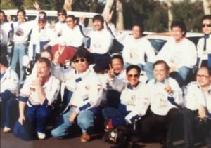 Kenangan saat di Selandia Baru, 1992. Helmy Sungkar (jongkok, kedua dari kanan) dan Indradjit Sardjono (jongkok, kelima dari kanan). (Foto : ist)