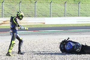 Valentino Rossi (Italia/Yamaha), bolak-balik jatuh bersama YZR-M1 2020. (Foto: therace)