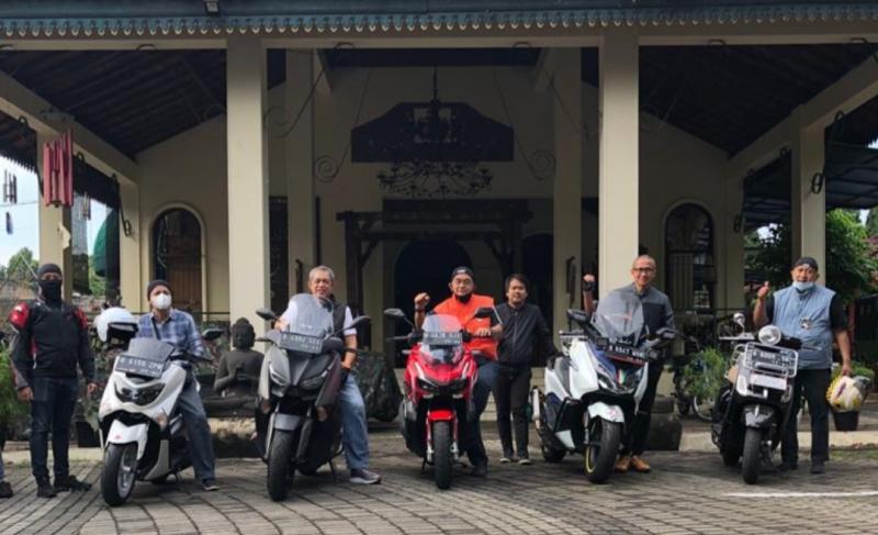 Komunitas pereli jadoel lakukan Satmori menuju Gading Serpong, dengan start dan finish di Warung Solo Cilandak Timur