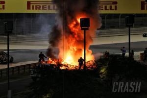 Api yang mengepung mobil Romain Grosjean di GP Bahrain. (Foto: crash)