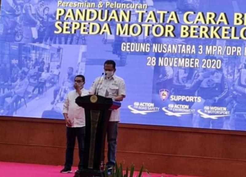 Bambang Soesatyo didampingi Sadikin Aksa pada peluncuran Standarisasi Panduan Tata Cara Berkendara Sepeda Motor Berkelompok di Gedung Nusantara 3 DPR-MPR RI Senayan Sabtu kemarin