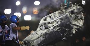 Bangkai mobil F1 yang digeber Romain Grosjean dan terbakar di GP Bahrain 2020. (foto: motorsport image)