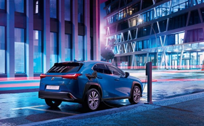 Lexus memperkenalkan model pertama yang menggunakan penggerak full listrik untuk pertama kalinya, The Lexus UX 300e.