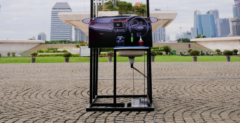 Peranti cuci tangan unik sumbangan dari komunitas Honda dan PT Honda Prospect Motor untuk Monumen Nasional Jakarta