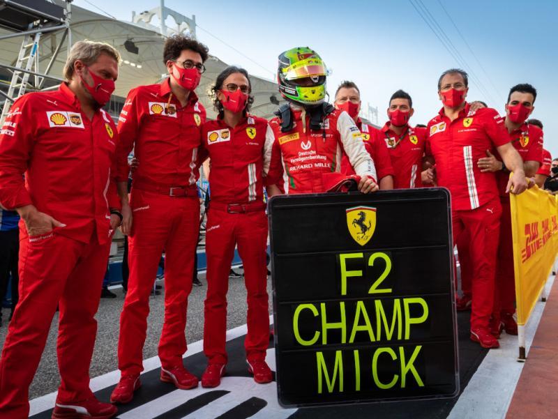 Mick Schumacher saat menjadi juara dunia F2 2020. (Foto: planetf1)