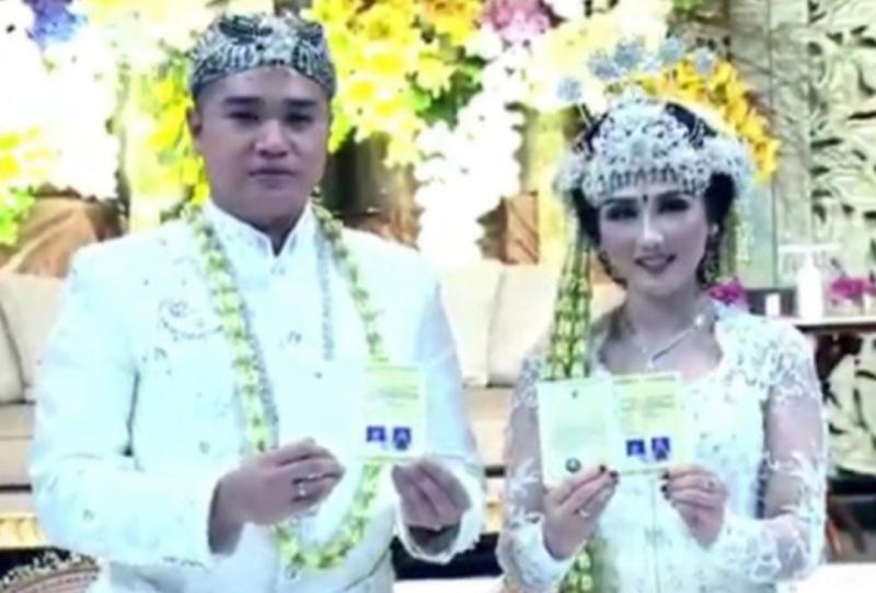 Pereli Musa Arjianshah dan Chiquitita Linthar Abzura saat resepsi pernikahan di Hotel Raffles Jalan Satrio Jakarta Selatan, Jumat (1/1/2021) tadi siang.