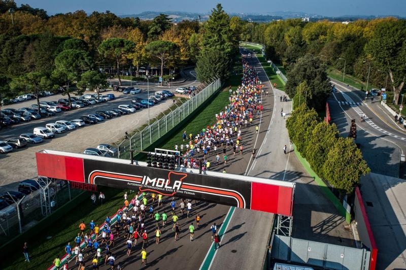 Sirkuit klasik Imola di Italia, dipastikan masuk kalender F1 2021. (Foto: essentiallysport)