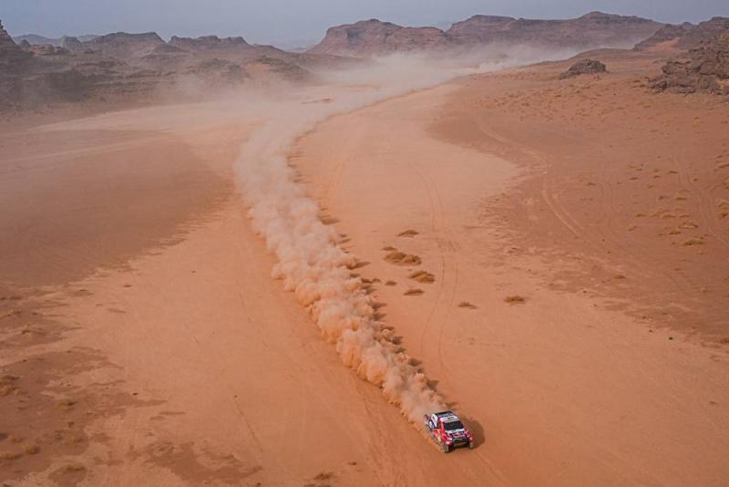 Nasser At-Attiyah, tak ada strategi kecuali laju sekencangnya mengejar Stephane Peterhansel. (Foto: dakar)