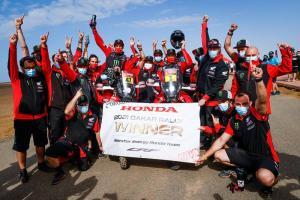 Tim pabrikan Honda 1-2 Rally Dakar 2021 lewat Kevin Benavides (47) dan Ricky Brabec (1). (Foto: dakar)