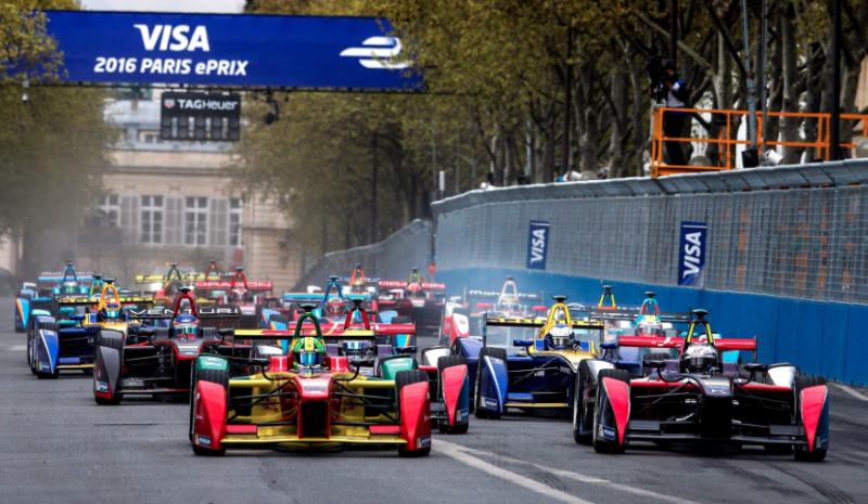 Balap Formula E dengan mobil genarasi awal, kini mulai diminati tim F1. (Foto:speedcafe)