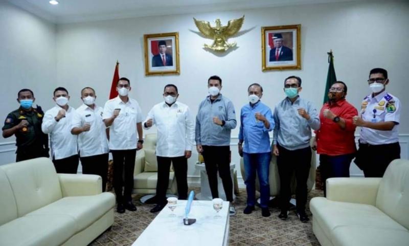 Bupati Muba Dodi Reza Alex Noerdin menerima Rifat Sungkar, Poedio Oetojo serta Adi Wibowo di kantor Kabupaten Muba, Sekayu City, Sumatera Selatan. (foto : ig rifato)