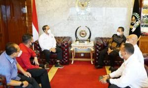 Bamsoet saat menerima pengurus Maserati Club Indonesia dipimpin pengacara Sunan Kalijaga di ruang kerja Ketua MPR-RI Senayan Jakarta