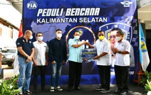 Ketum IMI Pusat Bamsoet secara simbolis memberikan sumbangan kepada korban banjir di Kalimantan Selatan melalui IMI Kalimantan Selatan di Jakarta hari ini