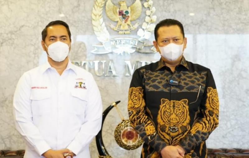 Bamsoet (kanan) saat menerima kunjungan Maserati Club Indonesia yang dipimpin pengacara Sunan Kalijaga baru-baru ini